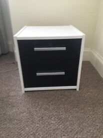 2nd hand High gloss bedroom furniture. Wardrobe, chest of drawers, bedside cabinet. Black & white.