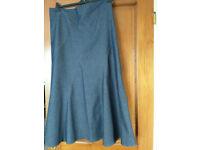 Ladies denim skirt. Size 16.