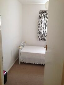 SINGLE ROOM TO OFFER AT A CONVENIENTLY LOCATED PLACE TO ALL AMENITIES