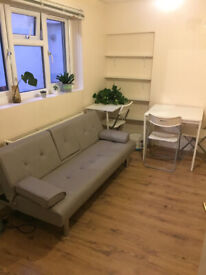 053G-HAMMERSMITH- MODERN ONE BEDROOM FLAT, FURNISHED, BILLS INCLUDED EXCEPT ELECTRICITY - £280 WEEK