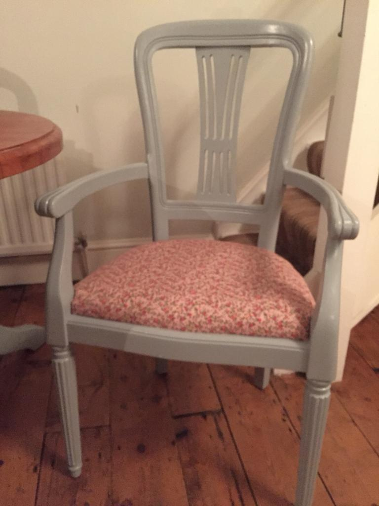 Table and 6 chairs (free local delivery)