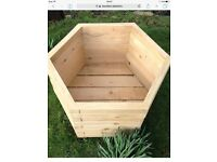 BRAND NEW GARDEN PLANTERS FOR SALE