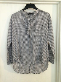 **BRAND NEW** Womens size 12 black and white polka dot top from Zara