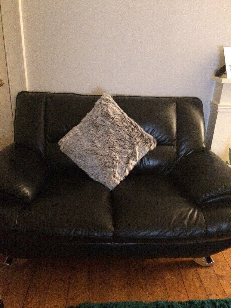 £300 2 seater and 3 seater black leather sofas