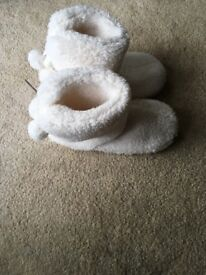 Ladies slipper boots white fluffy. With tags.
