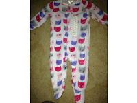 Cute baby girls fleece sleepsuit with little cats on size up to 3months bnwt