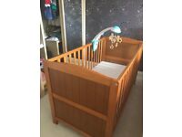Baby/toddler cot bed and mattress