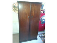 Beautiful Meredew classic mahogany 2 door single wardrobe 171 x 89 x 56 cm in v good condition