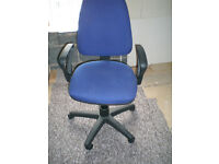 BLUE AND BLACK OFFICE SWIVEL CHAIR MOVES UP AND DOWN VERY GOOD CONDITION ALL WORKING OK