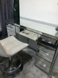 Mirrored dressing table and chair
