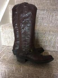 Women's boots size 5.5