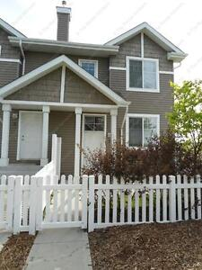 IDEAL 3-BEDROOM TOWNHOUSE WITH GARAGE IN TERWILLEGAR TOWNE