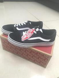*black and white VANS SIZE 4.5