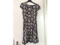 Grey flowery dress - size 8