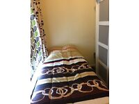SINGLE ROOM(CATFORD) ** JUST FEMALES TENANTS **