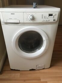 Washing machine £30, pick up only Clayton. Working order