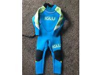 Kids Iglu 4/3 wetsuit good condition 3XS/2