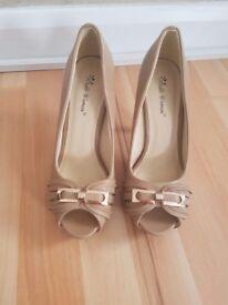 Size 4 unworn brand new nude peep toe heels with gold bar detail BARGAIN PRICE