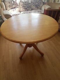 Round little Dinning table