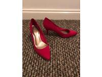 Pink high heel shoe - size 7.5