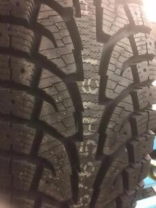 4 pneus d'hiver 235/65/16 Hankook IPIKE RW11