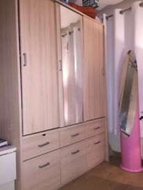 £60 Wardrobe, 2 years old good condition