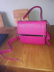 IMACCULATE PRETTY PINK HANDBAG HARDLY USED