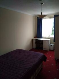 Very Nice Double room in a share House, Barnes Available Now,R4; SW15 5LR,
