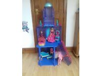 Barbie Frozen light up and sound deluxe castle with sound/light horse, dolls and furniture