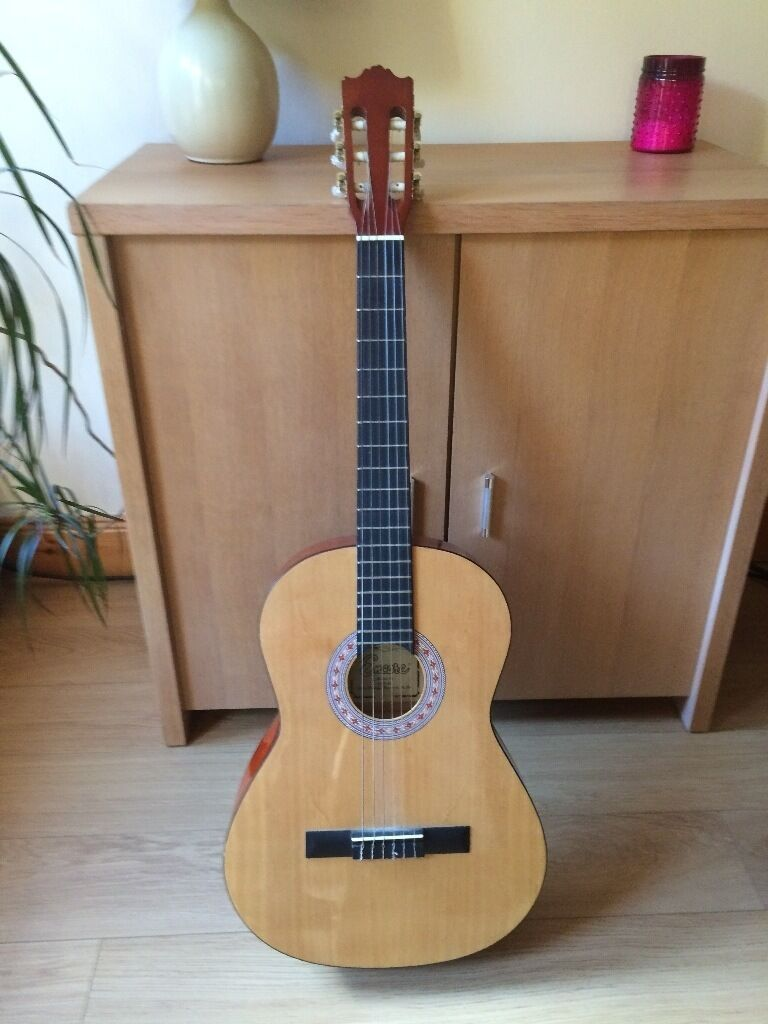 Encore ENC44 Acoustic Guitarin Cupar, FifeGumtree - Encore ENC44 natural wood, full size classic guitar, good beginners guitar, excellent condition