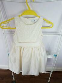Girls Bridesmaid dress aged 3-4 years. Worn once.
