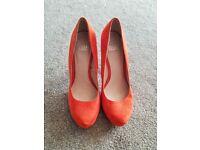 Beautiful high heel shoes size 5