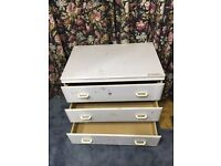 Chest of drawer with 3 drawers