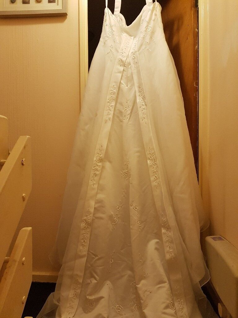 Gorgoeus size 24 alter neck wedding dress. Worn once. Dry cleaned ...