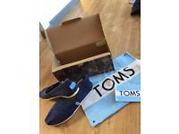 Navy Toms