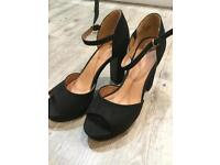 Platform ladies black shoes. Size 39. As new.