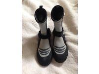 Bedrock boots £15