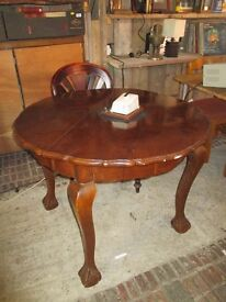 Round Dining Table with Curved Queen Anne Legs
