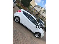FORD FIESTA ZETEC 2011 - EXTREMELY LOW MILAGE - CHEAP TO RUN
