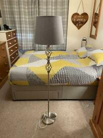 Floor lamp with lampshade
