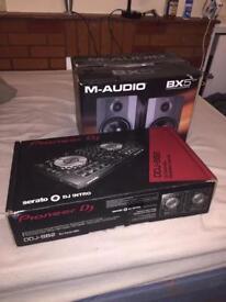 Pioneer DJ Serato DDJ-SB2 with M-Audio BX5 D2 Speakers
