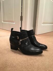 Black size 6 Karen Millen boots