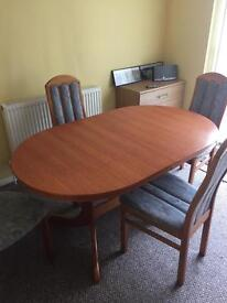Table 4 chairs extendable