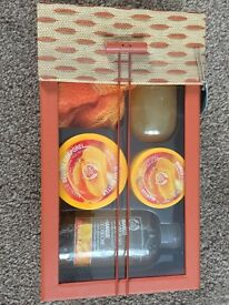 BODYSHOP MANGO/COCONUT BATH GIFT SET