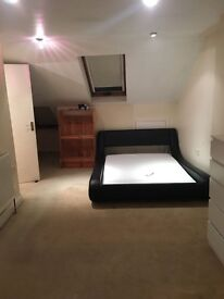 LARGE loft with ensuite close to South Wimbledon and Collierswood