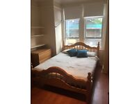 LARGE DOUBLE ROOM IN TOOTING BROADWAY AVAILABLE NOW
