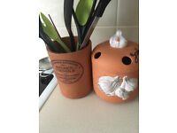 Utensil holder, garlic canister