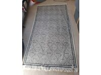 Pretty grey and white rug or runner 200 x 100 cm