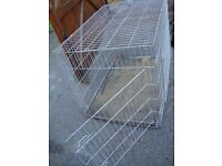 EXTRA LARGE DOG CAGE 42 INCH LONG 28 INCH WIDE 31 INCH TALL WITH TRAY IN BOTTOM SOME RUST HENCH £15