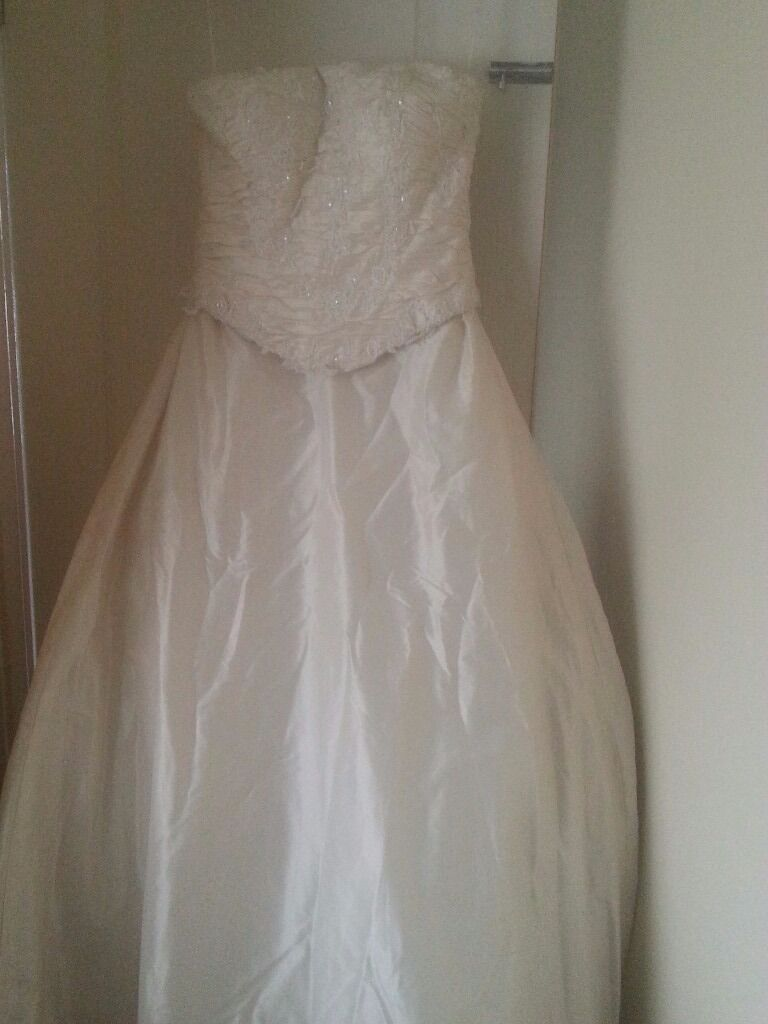 Wedding dress for salein Ely, CardiffGumtree - Wedding dress never been worn colour is ivory gold beautiful dress size 10 12 paid £1500 will to sell for £500 ono as need gone asap selling due to of change in circumstances